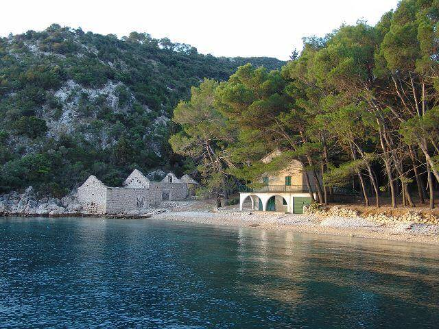 Bucht mit altem Haus